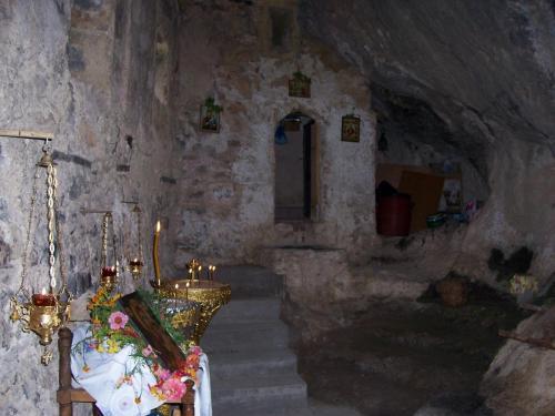Η Παναγία στη Σφυρίδα στο εσωτερικό.