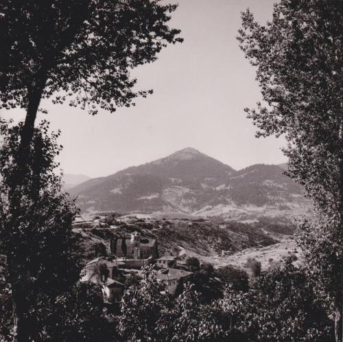 Η κορυφή Μαδάρα από ύψωμα του χωριού